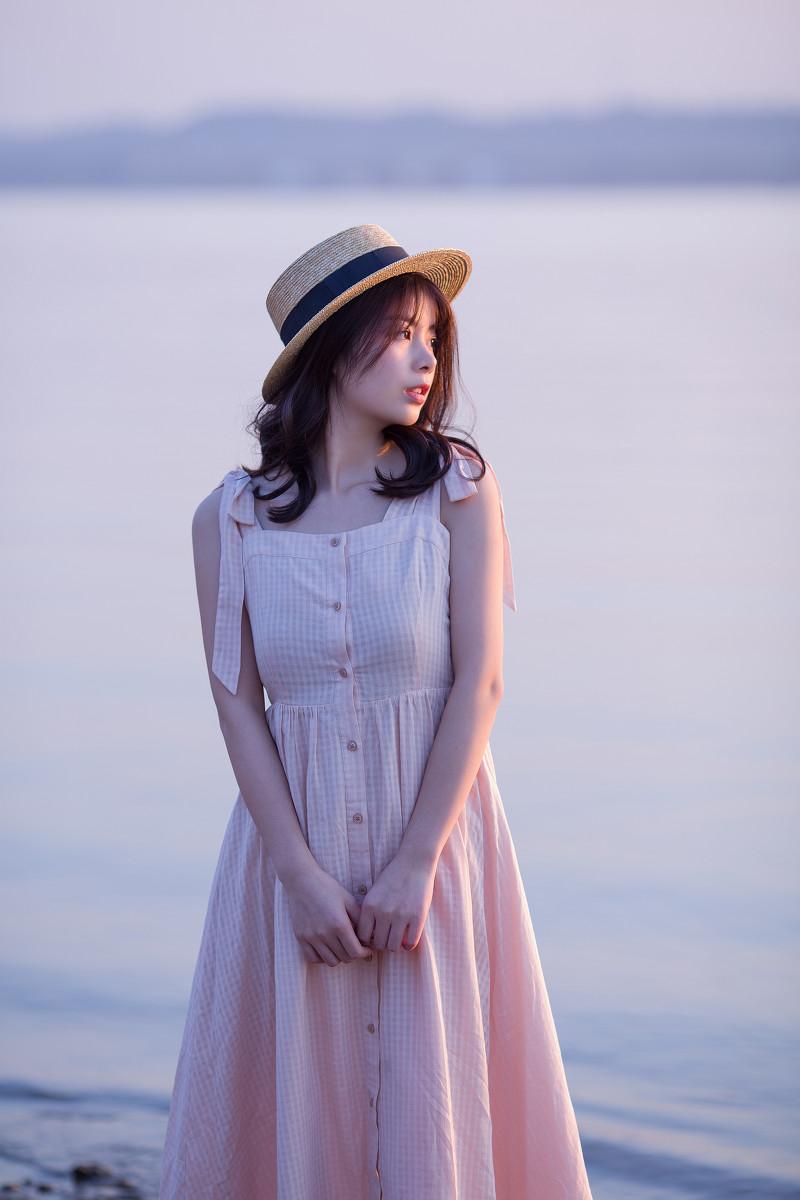湖边的少女