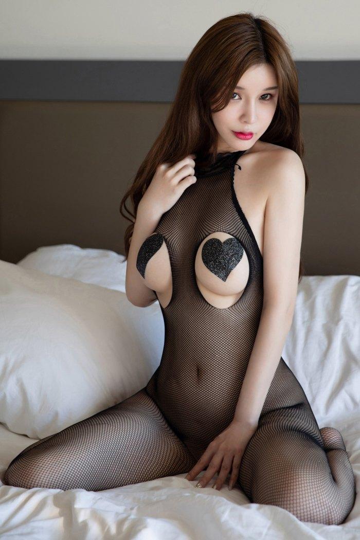 曼妙人妻张雨萌肤白嫩貌颜值惊人