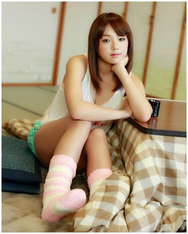 粉嫩巨乳少女筱崎爱冰雪地写真