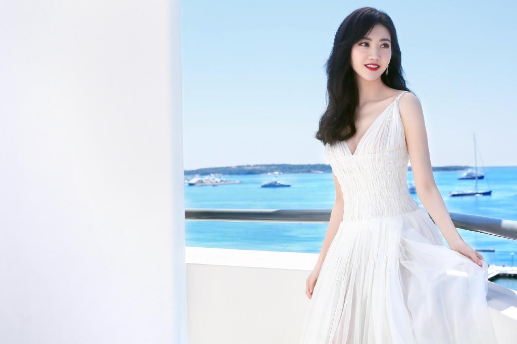 景甜白色纱裙仙气写真