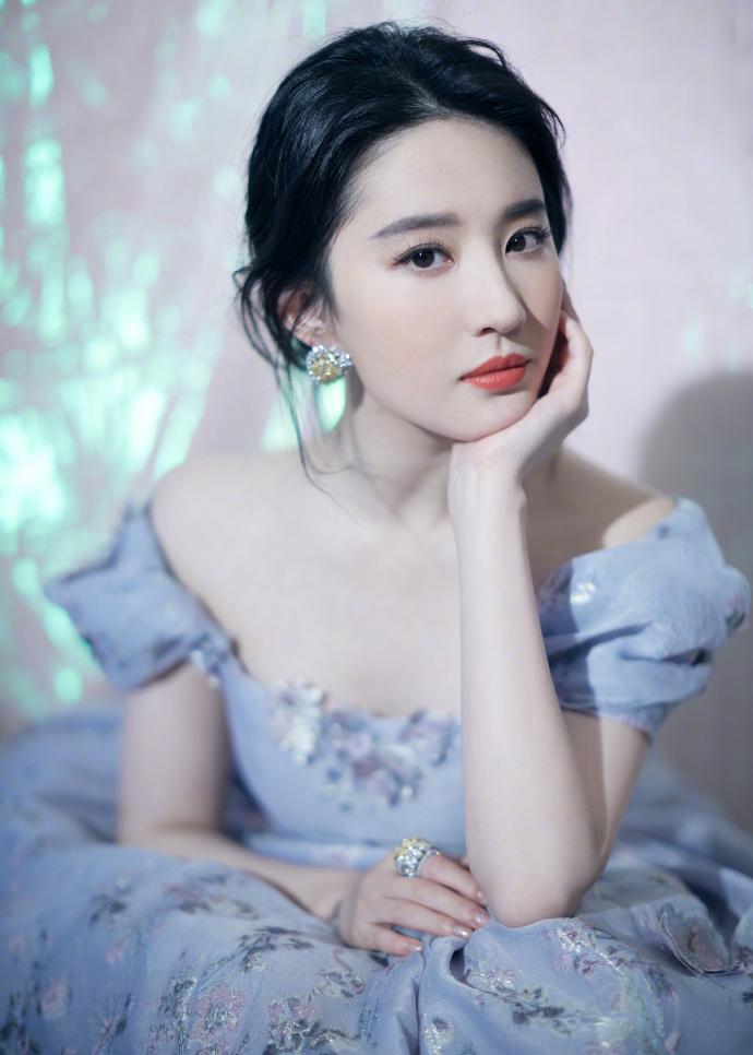 刘亦菲微博之夜仙气写真