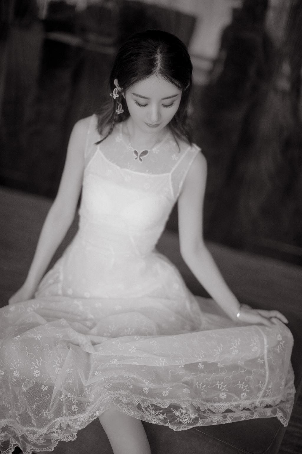 赵丽颖白色礼服性感高清图片