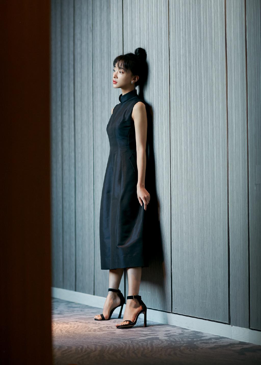 吴谨言黑裙优雅写真