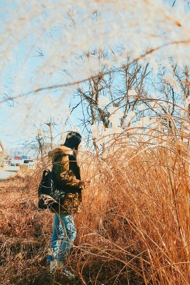 刘雯唯美冬日路拍写真